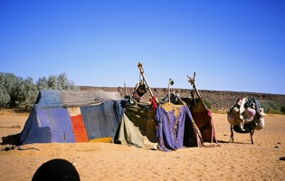 Esedekan / Tent with a cloth roof & Anja Fischer / Imuhar (Tuareg) - Tent
